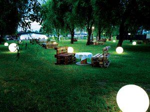 lago reale notturno esterno